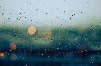 下雨天地推